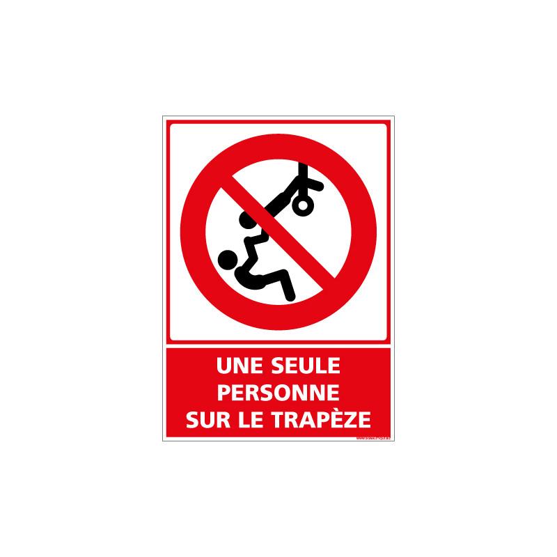 PANNEAU UNE SEULE PERSONNE SUR LE TRAPEZE (D1157)